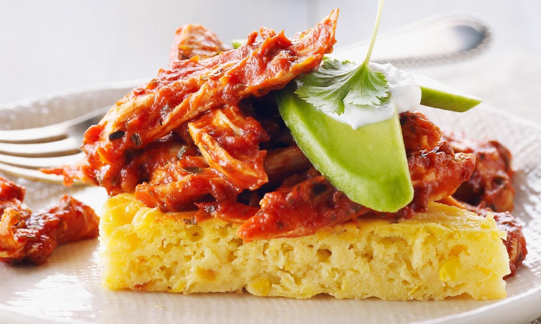Recette de poulet effiloché à la mexicaine et pain de maïs. Source image : lepoulet.qc.ca
